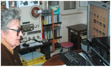 Lia Origoni, anni 95, davanti alla sua sala di montaggio